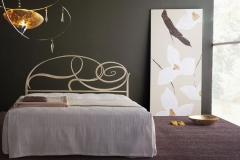 Letto Capriccio anticato bianco e oro giroletto